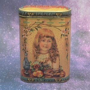 Home Made Ginger Wafers Famous Biscuit Co Tin
